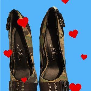Sexy Ellie size 7 camouflage heels